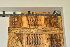 Drzwi przesuwne z litego drewna