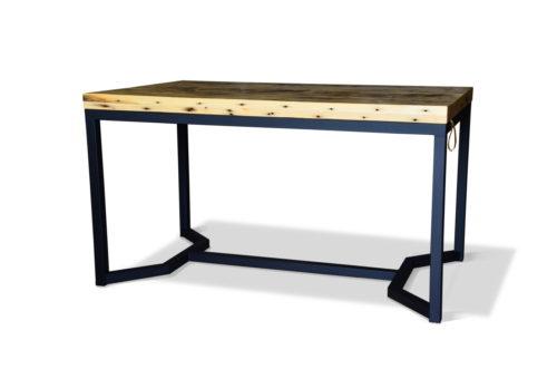 Stół w stylu skandynawskim. Minimalistyczny w kolorze grafitowym z litego drewna z łódek flisackich.
