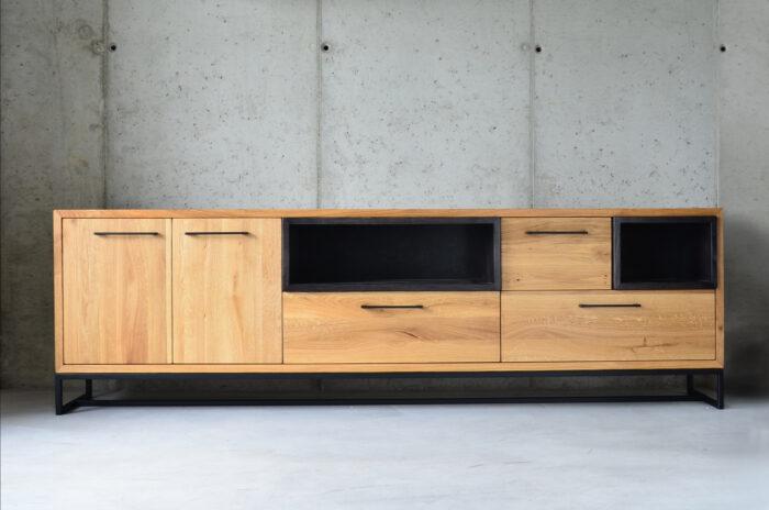 Drewniana komoda z litego drewna w stylu loft, nowoczesnym